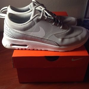 AUTHENTIC Nike Air Max Thea's👟